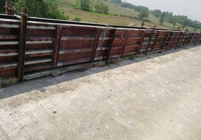 防撞墙钢模板